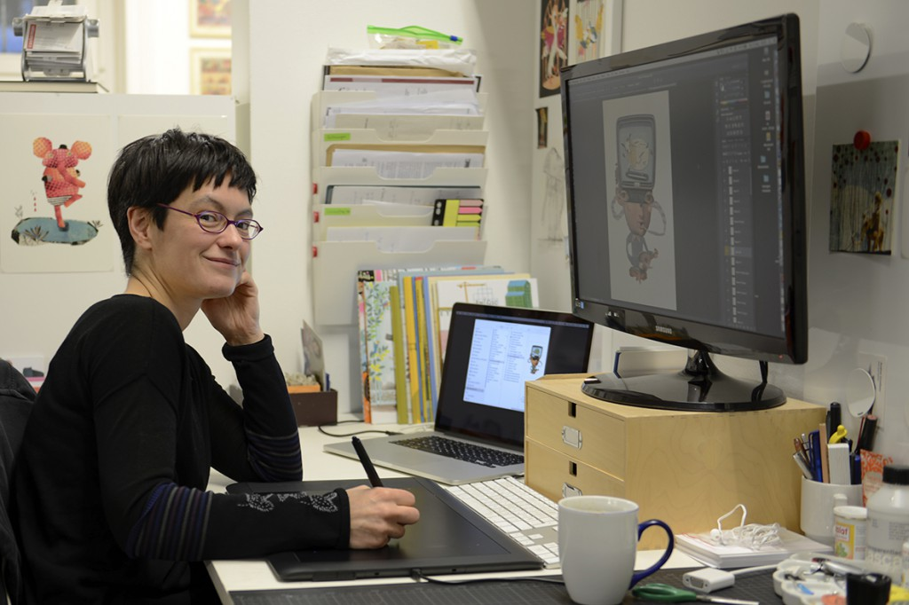Die Illustratorin Julia Neuhaus in ihrem Atelier